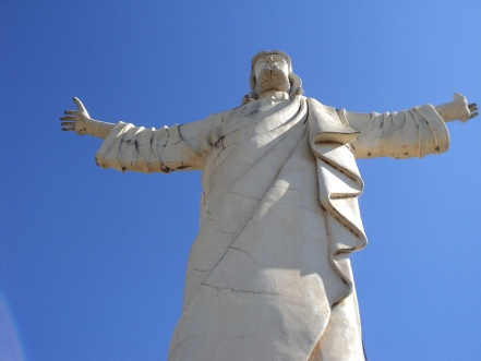 Imagem: Monumento de mais de 30 metros de altura em Bom Jesus do Galho MG